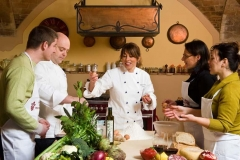 Three different styles of cooking classes what to choose