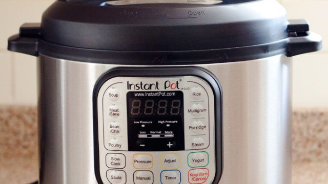 Slow Cookers Vs. Pressure Cookers – Which One to Choose?