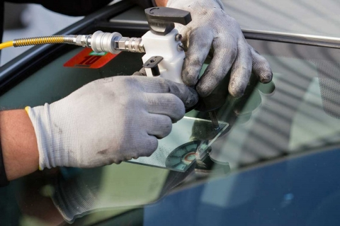 Selecting the right windscreen replacement service